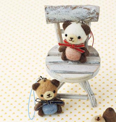 ふわふわ羊毛で作るかわいい雑貨『ラブリーくまちゃんのストラップ』 【フェルト羊毛】【ハマナカ】